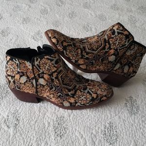 Sam Edelman ankle boots in brocade. Size 7